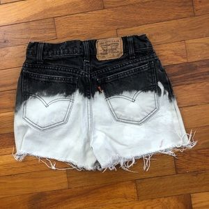 Size 26 Vintage 90s Levis 550 high waisted shorts